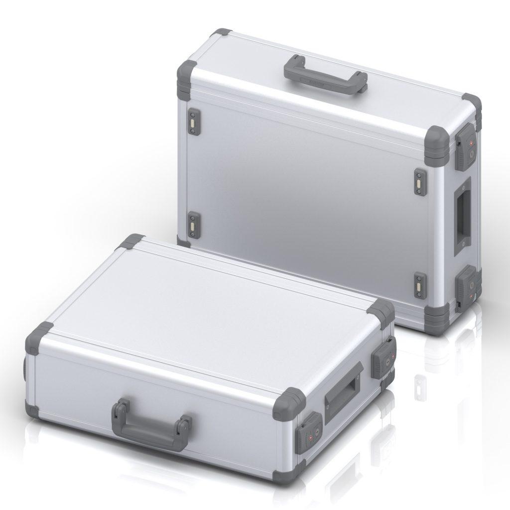 """Kofferförmiges, mobiles 19""""-Zoll Gehäuse mit integrierter Batterie für mobilen Einsatz, einmal stehend und einmal liegend vor weißem Hintergrund."""
