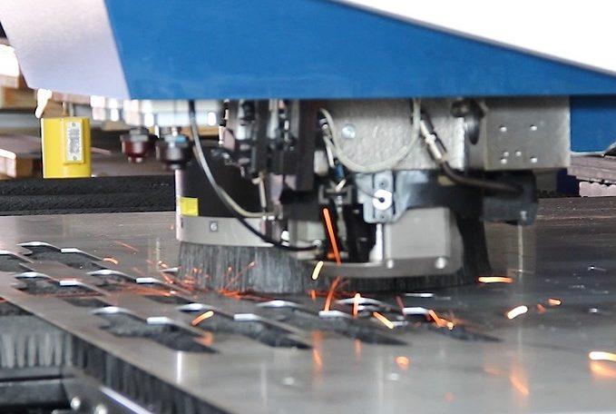Werkzeugkopf einer Laserschneidmaschine von Trumpf
