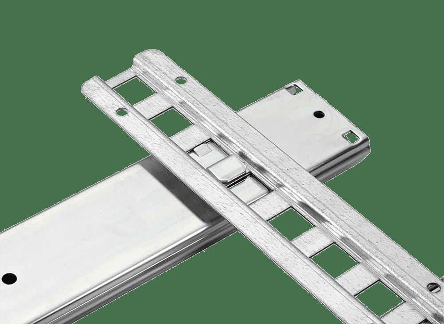 Teleskopschiene mit Bajonettbefestigung eingehakt in Montageleiste