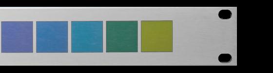 Frontplatte aus eloxiertem Aluminium mit Quadratischen Farbfeldern von lila bis grün